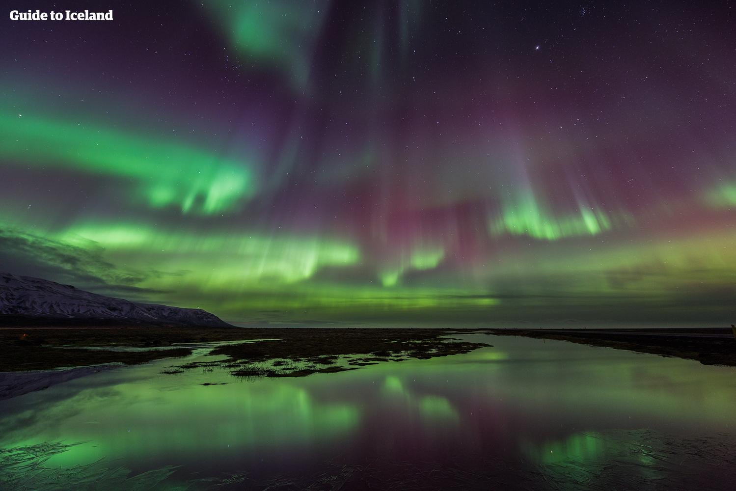 極光季在冰島上空飛舞的北極光